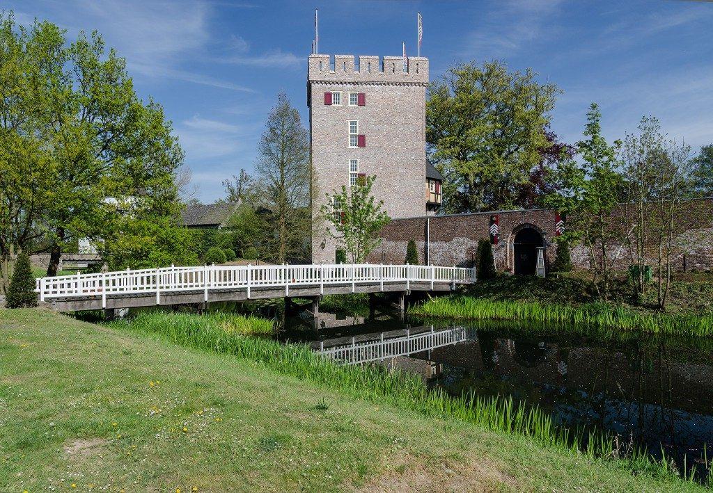 Een groot deel van het jaar komt Probus 'Rura te Mosa' bij elkaar in de gereconstrueerde donjon van kasteel Daelenbroeck in Herkenbosch. Foto: Tuxyso, Wikimedia Commons, CC BY-SA 3.0.